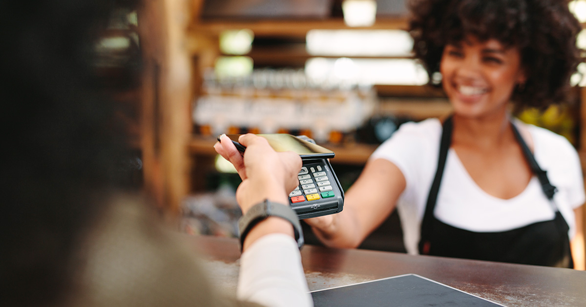 Gli italiani preferiscono lo smartphone: il boom del Mobile Proximity Payment