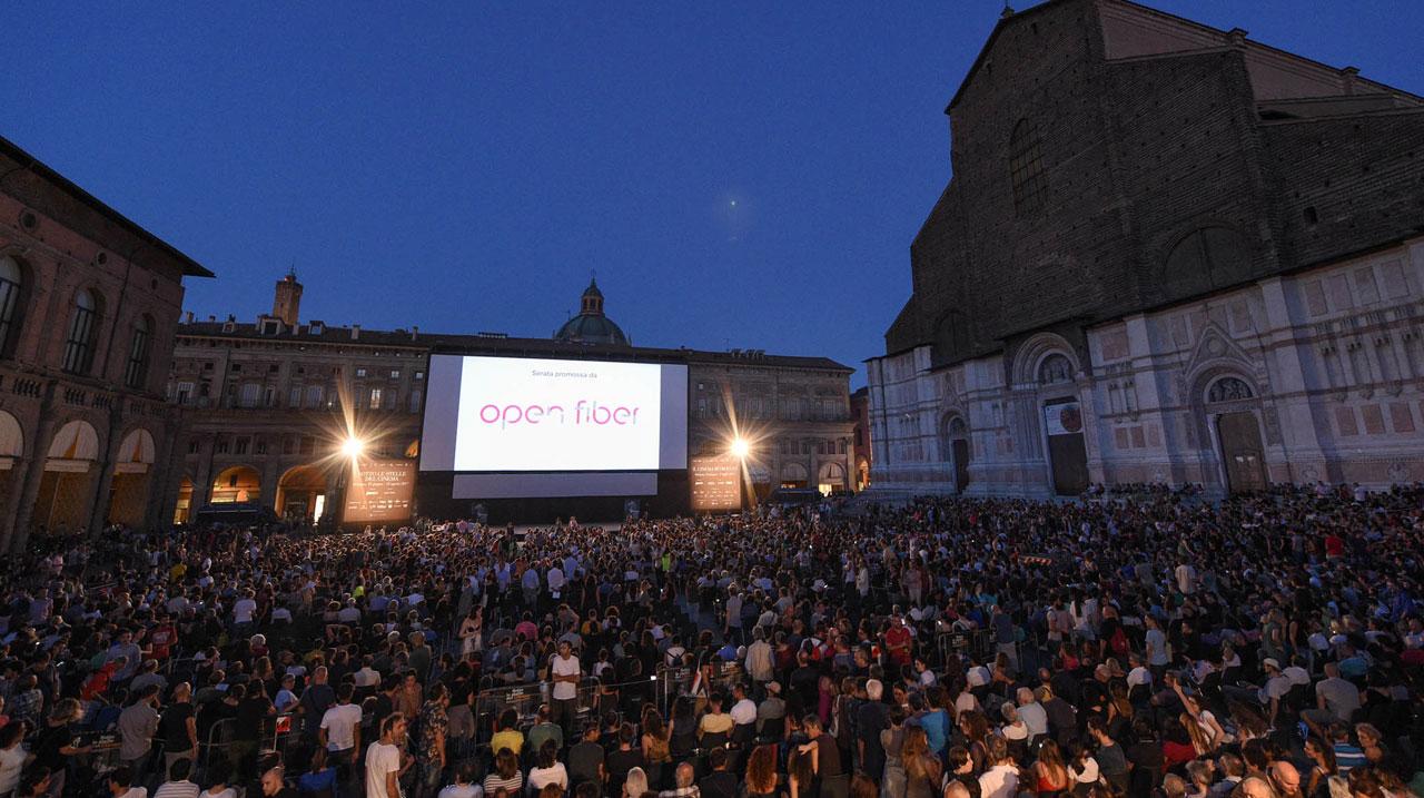 Open Fiber emoziona Bologna con il videomapping a Piazza Maggiore